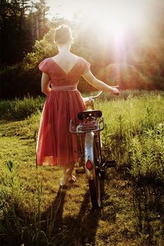 this is what I do - ride my bike in a dress or skirt :D I don't think I would wear such a pretty dress though.I usually get oil stains on my skirt, or worse, rip them. Bonheur Simple, Walk In The Light, Dreamy Photography, Cycle Chic, Bicycle Girl, Bike Style, Life Is Beautiful, Beautiful Moments, Retro