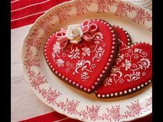 Biscotti cuore decorati ,ricetta San Valentino ,cookie valentin stencil - YouTube