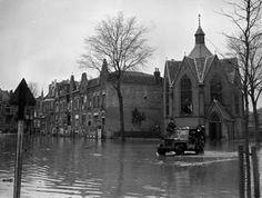 FLOODS IN FLUSHING. NOVEMBER 1944, FLUSHING, HOLLAND.