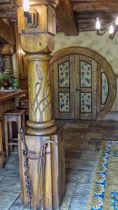 Hobbit hole interior, oak and ivy pattern painted on door. Hobbit Hole, The Hobbit, Hobbit Land, Natural Homes, Earth Homes, Natural Building, Earthship, Cabana, My Dream Home