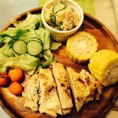 胸肉もふんわりジューシー - 17件のもぐもぐ - 鶏胸肉のチーズ包みハーブソテー ポテトサラダ by hasese