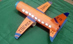 avion reciclado Crafts For Boys, Diy For Kids, Arts And Crafts, Disney Planes Party, Transportation Crafts, Crafts From Recycled Materials, Plastic Bottle Crafts, Early Childhood Education, Creative Crafts