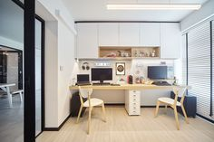 54 000 renovation for this Muji-inspired four-room HDB BTO Punggol home Study Room Design, Study Room Decor, Interior Design Singapore, Home Interior Design, Estilo Muji, Home Study Rooms, Muji Home, Nordic Living Room, Ikea