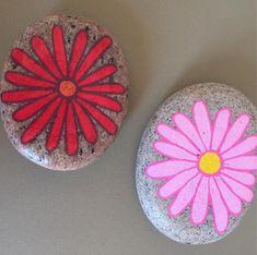 Blomstersten #Blomster #Flowers #Sten #Stone #Malpåsten #Maletsten #Paintedrock #Paintedstone #Mintid #Minesten #Kunforsjov #Pynt #Hygge