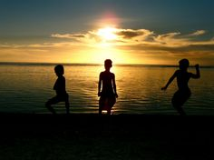 Children skipping rocks on the western shore of Houk (aka Pulusuk). Houk is a tiny island about 200 miles to the west of the main lagoon of Chuuk State in the Federated States of #Micronesia, a nation which spreads across the western Pacific, just north of the equator.   #PacificIslands #PeaceCorps