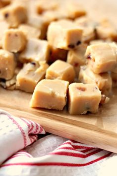 Jam and Clotted Cream: Microwave Mince Pie Fudge Christmas Buffet, Christmas Fudge, Christmas Deserts, Christmas Canapes, Christmas Recipes, Christmas Hamper, Christmas Candy, Family Christmas, Microwave Fudge