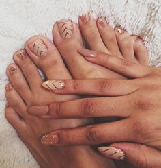 Time to show off your toes with these hot Mani Pedi Combos! It's sandal season ladies, which means it's time for a pedicure. Fabulous Nails, Gorgeous Nails, Mani Pedi, Manicure And Pedicure, Party Make-up, Nagel Gel, Toe Nail Designs, Fancy Nails, Nude Nails