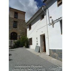 Venta casa reformada en C/Valcaliente de Jérica. Casa compuesta por planta baja y 1 altura. Para entrar a vivir. Precio: 43.000 €