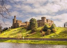 Inverness Castle ©Shutterstock / Jeff Banke