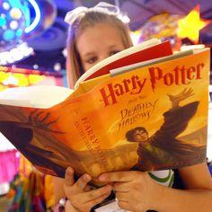 """Gehört auch ihr zu den Menschen, die die """"Harry Potter""""-Romane nur so verschlungen haben? Dann haben wir gute Neuigkeiten für euch!"""