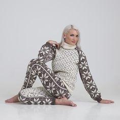 Ravelry: Ellinor genser og bukse pattern by Viking of Norway Knitting Stitches, Hand Knitting, Knitting Patterns, Drops Karisma, Drops Alpaca, Tweed, Drops Baby, Fair Isle Knitting, Tricot