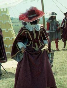 The Three Muskateers - Geraldine Chaplin as Queen Anne - costume designed by Yvonne Blake 17th Century Clothing, 17th Century Fashion, Renaissance Hairstyles, Renaissance Dresses, Period Costumes, Movie Costumes, Musketeer Costume, The Three Musketeers, Historical Women