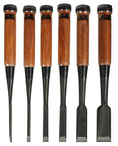 Japanese chisel set -- makes for a great Christmas present. Is any one paying attention? Japanese Woodworking Tools, Japanese Tools, Woodworking Saws, Wood Chisel, Chisel Set, Japanese Chisels, Whittling Wood, Wood Tools, Carving Tools