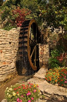 Water Wheel / Roda D' Água Old Grist Mill, Water Powers, Water Mill, Old Barns, Le Moulin, Covered Bridges, Water Features, Pond, Scenery