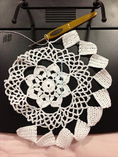 Ponto Preso1: CROCHE - Um projeto engavetado ... Crochet Doily Patterns, Weaving Patterns, Crochet Doilies, Crochet Stitches, Knit Crochet, Tatting, Macrame, Free Pattern, Projects To Try