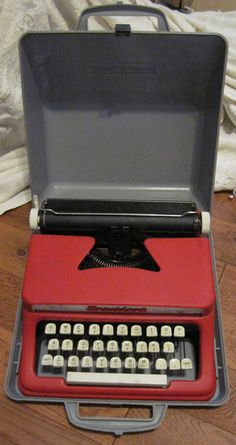 $25 Starting Bid: Red Tom Thumb Typewriter - President Series