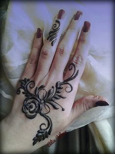 Flower and leaves big and bold henna / mehndi By Alia Khan