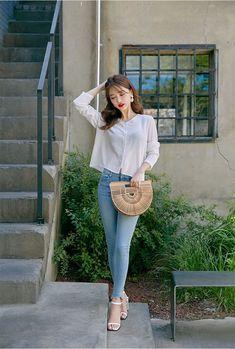 Healthy living tips wellness programs for women Korean Girl Fashion, Korean Fashion Trends, Ulzzang Fashion, Korean Street Fashion, Cute Fashion, Asian Fashion, Fashion Pants, Fashion Outfits, Womens Fashion