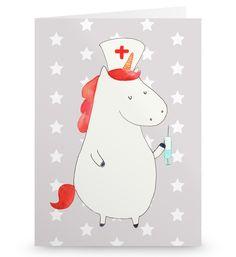 Grußkarte Einhorn Krankenschwester aus Karton 300 Gramm  weiß - Das Original von Mr. & Mrs. Panda.  Die wunderschöne Grußkarte von Mr. & Mrs. Panda im Format Din Hochkant ist auf einem sehr hochwertigem Karton gedruckt. Der leichte Glanz der Klappkarte macht das Produkt sehr edel. Die Innenseite lässt sich mit deiner eigenen Botschaft beschriften.    Über unser Motiv Einhorn Krankenschwester  Unsere Einhorn Krankenschwester bekommt jeden Patienten wieder auf die Beine. Mit der geheimen…