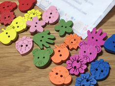 Rainbow Mixed Colours Assorted Design Wooden Shaped Buttons: Pack of 30 buttons Christmas Buttons, Christmas Hearts, Hand Flowers, Button Flowers, Button Art, Button Crafts, Wooden Snowflakes, Snowflake Designs, Wooden Hearts