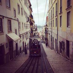 Hoje passamos pelo bairro da Bica. Today we passed by Bica neighborhood. #Bica #Lisboa #Lisbon #Lisbonne