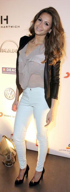 Mehr coole Looks von Stars wie Mandy Capristo findest Du in unserer Get the Look App auf www.aboutyou.de