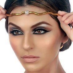 Cleopatra makeup inspiration. Brown gold smokey eye. Makeup for brown eyes. Awesome dramatic eyeliner