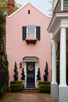 hueandeyephotography:  A Narrow House, Charleston, SC © Doug Hickok  All Rights Reserved More herre… hue and eye