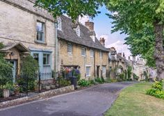 You may not be in a position to own one of Burford's beautiful properties, but absolutely anyone is welcome to the Oxfordshire town for a touch of shopping, lunching, and drinking in the history