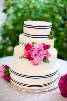 fabulous cake! I love the colors and the simplicity.