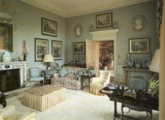 English decorator Tom Parr designed a converted vicarage home for the Earl and Countess of Wilton. Image from The House and Garden Book of Classic Rooms English Interior, English Decor, Classic Interior, French Interior, English Country Style, Country Style Homes, British Country, Country Life, Country House Interior