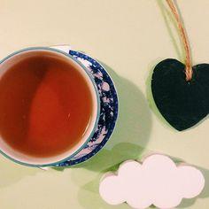 """Oggi ho provato ilQian Tang Long Jing BIO(Dragon Well), il tè cheviene definito il """"re dei tè verdi"""". Proviene dal distretto diQian Tang, una zona limitrofaad Hangzhou (dove si coltiva il famosoXi Hu Long Jing).Il liquore è delicato,color verde giada particolarmente leggero, dolce e rinfrescante.Le foglie asciutte sono piatte e lisce, di colore verde con… Continue reading →"""