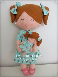Boneca em Feltro, 100% feitas a mão. Grande com 34 cm e pequena com 11 cm Artes em Feltros by Juliana Cwikla
