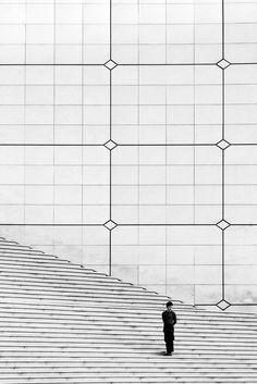 on the steps of LÁrche de la Defense, Paris Minimal Photography, Street Photography, Art Photography, Black White Photos, Black And White Photography, La Defense Paris, Light And Shadow, Belle Photo, Photo Art