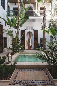 Moroccan courtyard in a hidden Riad. #Architecture #Fashionista #MoroccanDecor #Moroccan #Lanterns #Chandelier #Interior #Renovation #interiors #interiordesign #Decor.