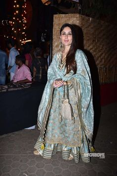 Kareena Kapoor Khan at Prithvi Festival 2018 : Kareena looked amazing in this heavy Simar Dugal ensemble that she finished off with a bag from The Pink Potli, Sangeeta Boochra jewelry and Needledust jootis. Indian Fashion Dresses, Dress Indian Style, India Fashion, Pakistani Dresses, Pakistani Suits, Punjabi Suits, Women's Fashion, Indian Attire, Indian Suits