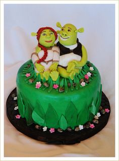 Shrek and Fiona Birthday Cake 3d Cakes, Cupcake Cakes, Fiona Y Shrek, Shrek Cake, Shrek Donkey, Flour Bakery, Crazy Cakes, Cake Designs, Amazing Cakes