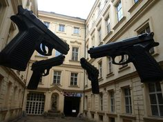 4 Giant guns / ctyri velké pistole, Praha - Staré Mesto, Czech republic