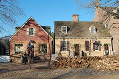 Milliner and Tailor and Silversmith Shops, Colonial Williamsburg, Virginia (VA) Colonial Williamsburg Va, Williamsburg Virginia, Williamsburg Christmas, Abandoned Mansion For Sale, Jamestown Colony, Heart Of America, Colonial America, Kitchen Wallpaper, Southern Hospitality