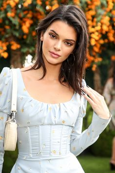 Kendall Jenner style is cute. She wore a blue mini dress. By the way, Kendall Jenner dress is a stylish idea for casual wear. Kendall Jenner Outfits, Kendall Jenner Make Up, Kendall Y Kylie Jenner, Trajes Kylie Jenner, Kendal Jenner Hair, Kendall Jenner Short Hair, Kendall Jenner Hairstyles, Kendall Jenner Modeling, Kylie Jenner Photos