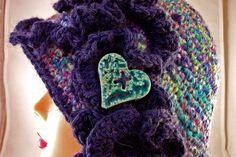 Lana lavorata a Crochet con inserto in ceramica Raku e Swarovski € 38.90  http://www.forgiatoredielementi.it/gallery-container.php?type=filati-e-ceramica
