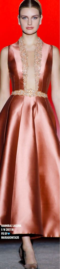 Hannibal Laguna F/W What a beautiful, unusual colour. Fashion In, Moda Fashion, Fashion Outfits, Fashion Design, Beautiful Gowns, Beautiful Outfits, Evening Dresses, Prom Dresses, Haute Couture Fashion