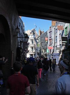 Universal Unveils Christmas in The Wizarding World of Harry Potter ...