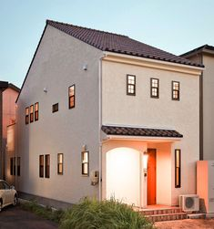 狭くて細長い土地にもかわいいお家は建てれます!・・・#カトゥール は#愛知 #岐阜 #三重 を中心に#珪藻土 や#漆喰 #無垢材 をつかった#かわいい家 を造っています🏠 ・ #キッチン は無垢トビラのオリジナル#オーダーキッチン が標準です。本棚やテレビボードなどの#造作家具 もザインしています😊 ・ #プロヴァンス や#フレンチカントリー #レンガ のお家といった#輸入住宅 の#デザイン を活かしながら #ナチュラルインテリア や#男前インテリア #カフェ風 インテリアなど、客様の希望する#暮らし に合わせた#お家 の提案をさせて頂いております👍 ・ #新築 の#注文住宅 から大規模な#リフォーム、 #キッチン や洗面などのプチ#リノベーション まで#おうち に関わることならなんでもやっています♪ ・ #マイホーム の計画や、今のお#家 の建替えや#DIY を計画されている方は、お気軽にお問い合わせください! ・ ・ ※東海三県以外の方からのお問い合わせも大歓迎です♪ 仲の良い工務店さんを通じてカトゥールテイストのお家をみなさまにお届けします😊 Exterior Paint Colors, Mansions, House Styles, Garden, Home Decor, Garten, Decoration Home, Manor Houses, Room Decor