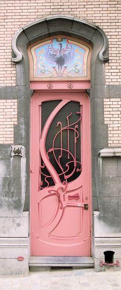 Art Nouveau door in 44 Rue de Belle-Vue, Brussels - Architect: Ernest Blerot - Built: 1899 - Photo by Steve Cadman - https://www.flickr.com/photos/stevecadman/2712285970/in/photostream/