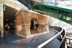 Projet expérimental d'un pavillon d'exposition Custore Pavilion explore les domaines de l'architecture paramétrique, utilisés pour le marché commercial. Po