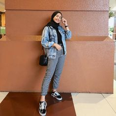Inspiration Hijab Style Outfit of The Day (OOTD) 2019 Remaja Indonesia. Inspiration Hijab Style Outfit of The Day (OOTD) 2019 Remaja Indonesia… hijab casual jeans Hijab Casual, Ootd Hijab, Stylish Hijab, Style Outfits, Mode Outfits, Casual Outfits, Fashion Outfits, Casual Jeans, Comfy Casual