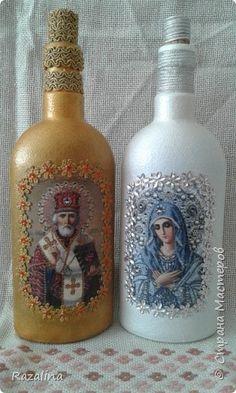 Вот сделала такие бутылочки. Фото - распечатка на фотобумаге. фото 1 Glass Bottle Crafts, Wine Bottle Art, Bottle Vase, Bottles And Jars, Glass Bottles, Crafts To Sell, Diy And Crafts, Decoupage Glass, Christian Crafts
