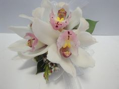 Graduation time!!! You deserve the best since you have worked so hard to get here. Treat yourself and your date to unique floral accessories.