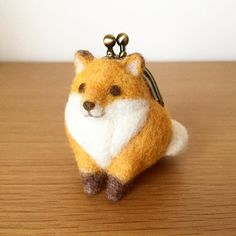 Cute Needle felting wool fox walet (Via @trois_em)